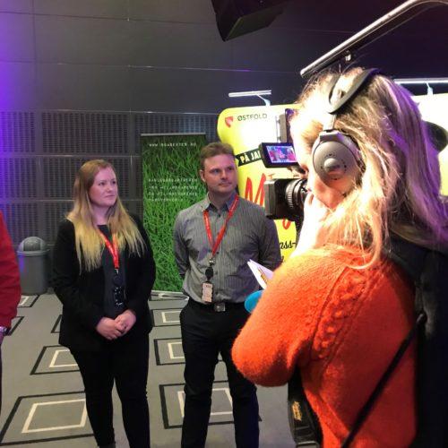 Ronja og Sigbjørn ble intervjuet av NRK i forbindelse med læreplassgaranti, som Park & Anlegg AS er en del av.
